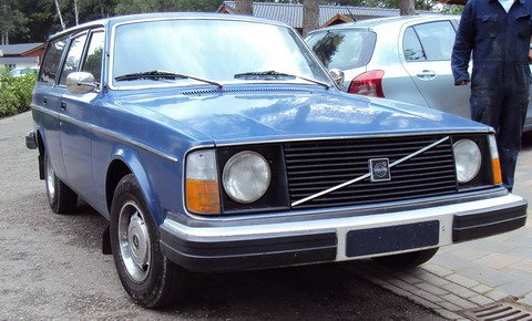 Volvo 245 DL uit 1975 in Brunssum 18 mei 2011