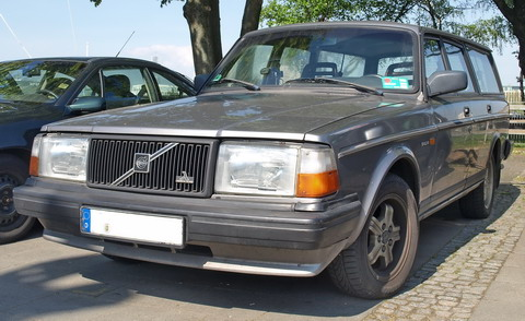 Volvo 240 Polar 2.3 gezien in Keulen 15 april 2011
