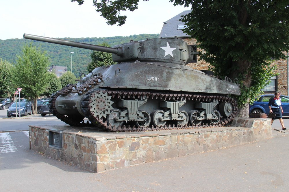Tank in het centrum van La Roche in België 2 september 2016